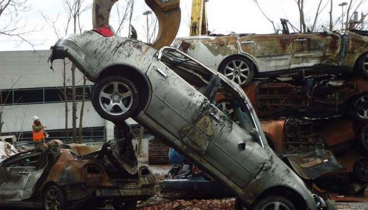 Demolire un'auto: cosa fare e come comportarsi - Foto 2 di 11