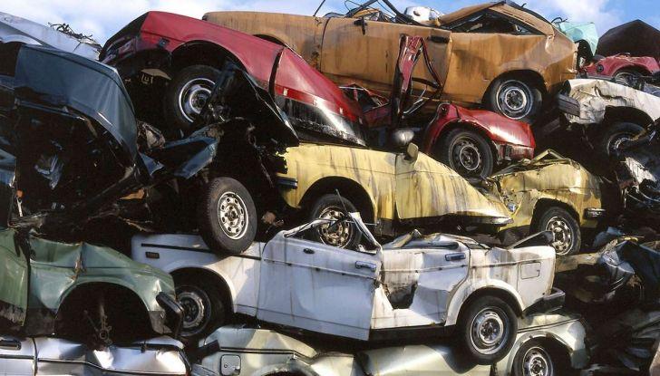 Demolire un'auto: cosa fare e come comportarsi - Foto 1 di 11