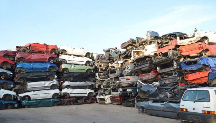 Demolire un'auto: cosa fare e come comportarsi - Foto 9 di 11