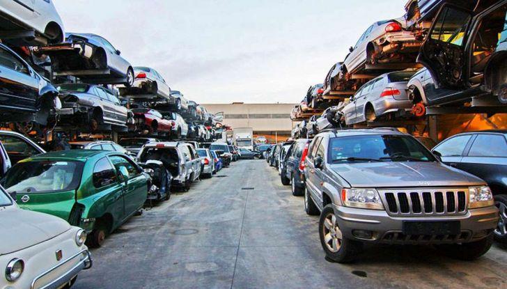 Demolire un'auto: cosa fare e come comportarsi - Foto 10 di 11
