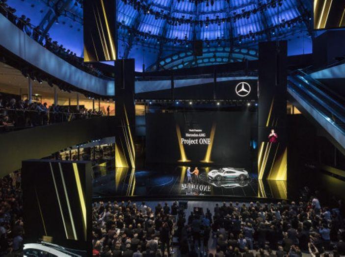 CEO Daimler: Le auto elettriche non si vendono, aspettiamo il 2030 - Foto 7 di 8
