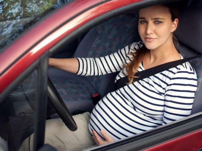 Donne incinte al volante: normativa e consigli - Foto 3 di 10