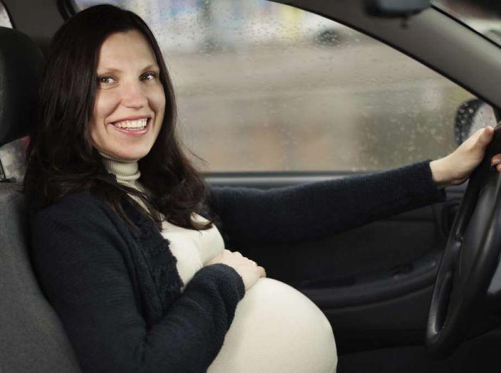 Donne incinte al volante: normativa e consigli - Foto 9 di 10