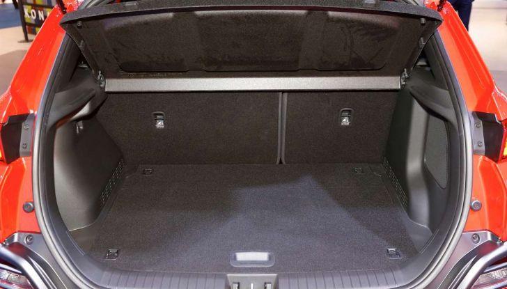 Hyundai Kona, dettagli e caratteristiche del nuovo SUV - Foto 10 di 20
