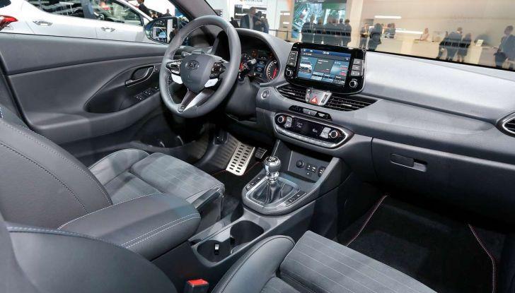 Hyundai i30 N, compatta sportiva da 275 cavalli - Foto 13 di 17