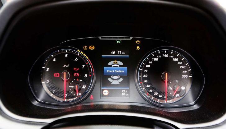 Hyundai i30 N, compatta sportiva da 275 cavalli - Foto 11 di 17
