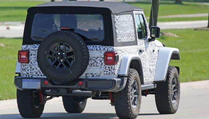 Jeep Wrangler, la nuova generazione sorpresa durante i collaudi - Foto 5 di 21