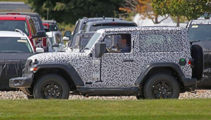 Jeep Wrangler, la nuova generazione sorpresa durante i collaudi - Foto 9 di 21