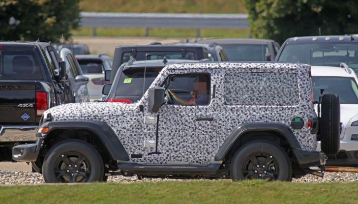 Jeep Wrangler, la nuova generazione sorpresa durante i collaudi - Foto 10 di 21