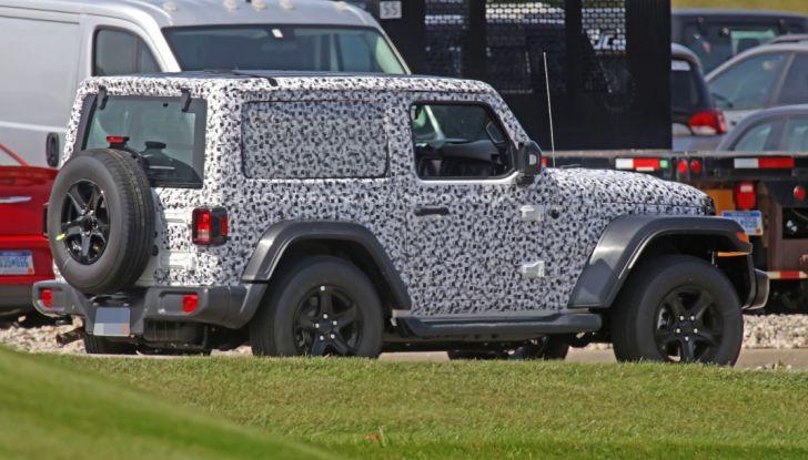 Jeep Wrangler, la nuova generazione sorpresa durante i collaudi - Foto 14 di 21