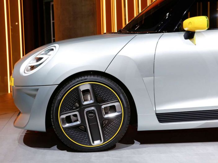 MINI Electric Concept per anticipare il 2019 al Salone di Francoforte - Foto 21 di 24