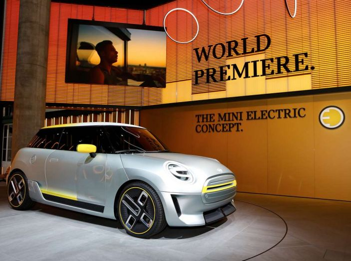 MINI Electric Concept per anticipare il 2019 al Salone di Francoforte - Foto 4 di 24