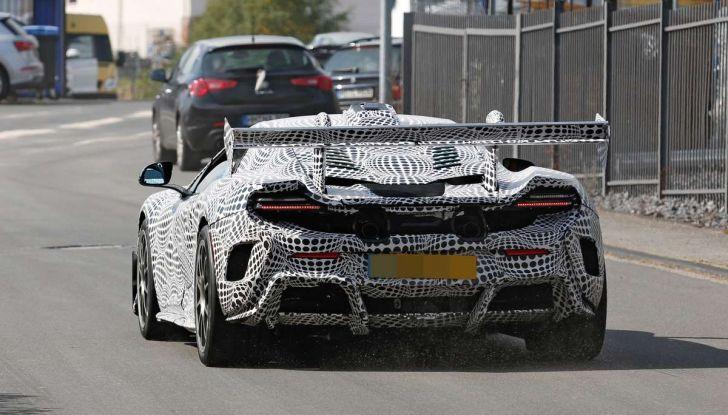La pazza idea di McLaren: una supercar alimentata con carburante sintetico - Foto 3 di 16