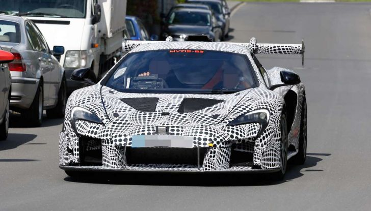 La pazza idea di McLaren: una supercar alimentata con carburante sintetico - Foto 4 di 16