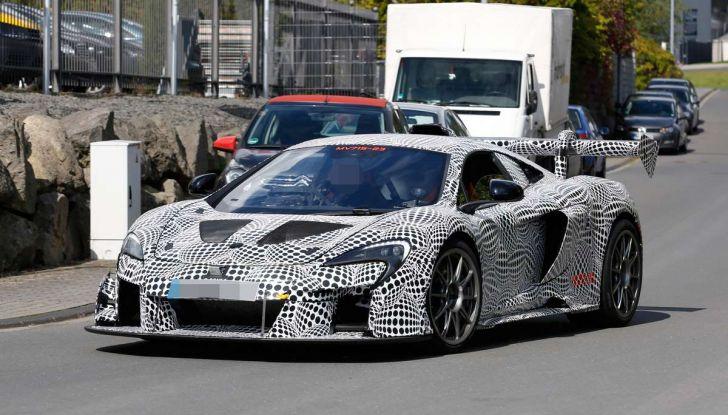 La pazza idea di McLaren: una supercar alimentata con carburante sintetico - Foto 9 di 16