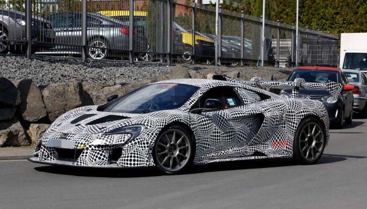 McLaren 675LT, immagini e dettagli del prototipo da gara - Foto 13 di 16