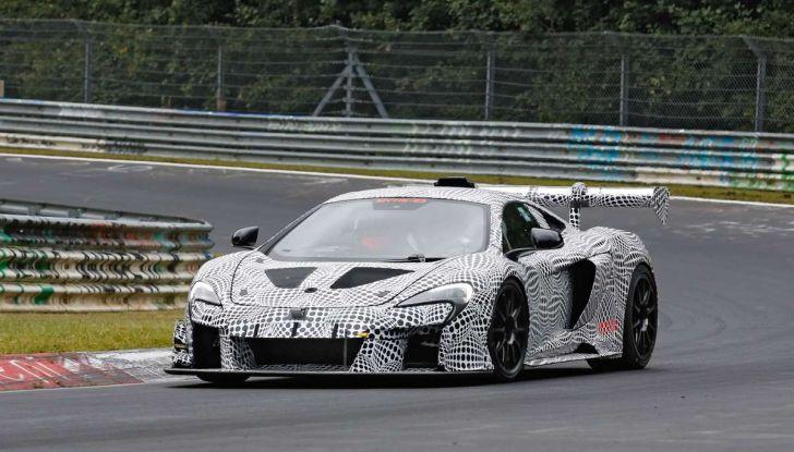 La pazza idea di McLaren: una supercar alimentata con carburante sintetico - Foto 1 di 16