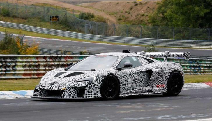 La pazza idea di McLaren: una supercar alimentata con carburante sintetico - Foto 10 di 16