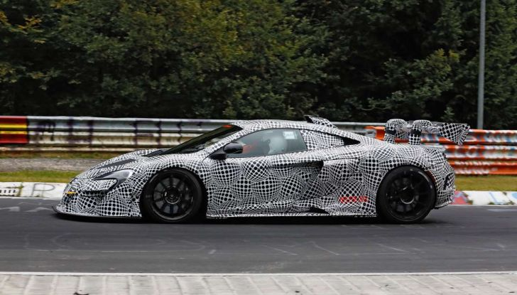 McLaren 675LT, immagini e dettagli del prototipo da gara - Foto 12 di 16