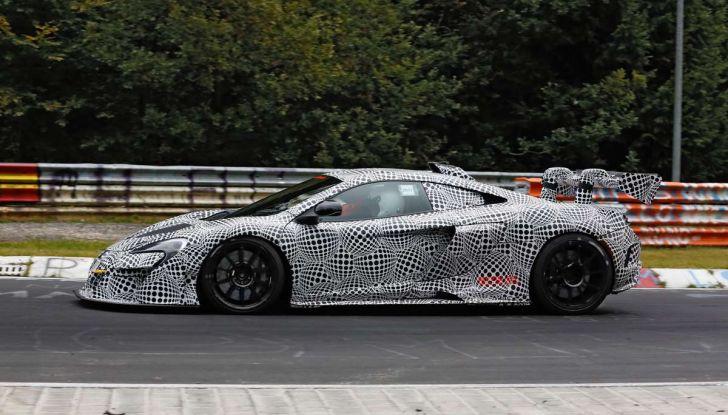 La pazza idea di McLaren: una supercar alimentata con carburante sintetico - Foto 12 di 16