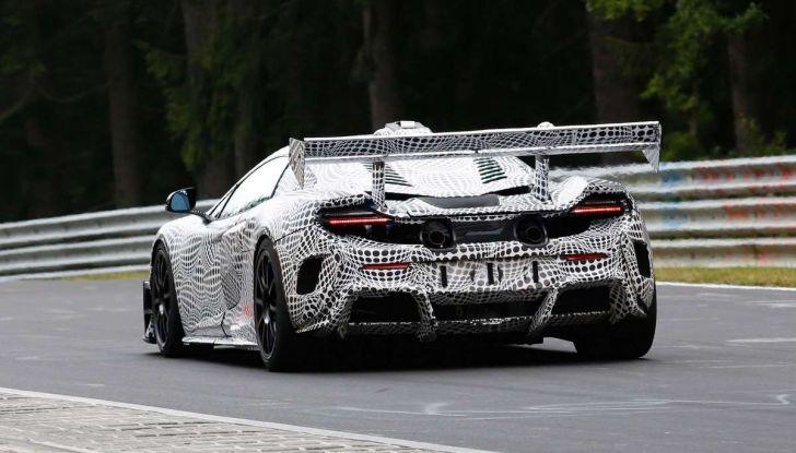 La pazza idea di McLaren: una supercar alimentata con carburante sintetico - Foto 11 di 16