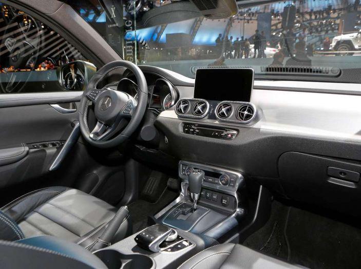 Mercedes Classe X, dettagli e informazioni del nuovo pick-up tedesco - Foto 14 di 21