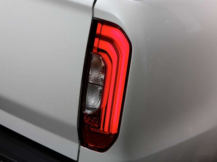 Mercedes Classe X, dettagli e informazioni del nuovo pick-up tedesco - Foto 12 di 21