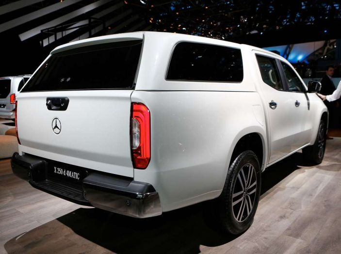 Mercedes Classe X, dettagli e informazioni del nuovo pick-up tedesco - Foto 13 di 21