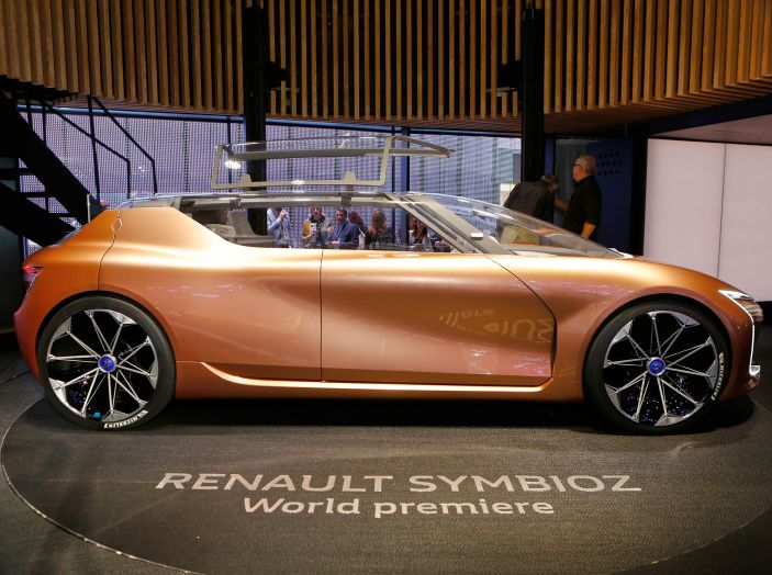 Renault Symbioz, concept per la mobilità del futuro - Foto 6 di 13