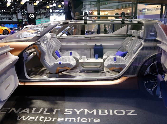 Renault Symbioz, concept per la mobilità del futuro - Foto 7 di 13