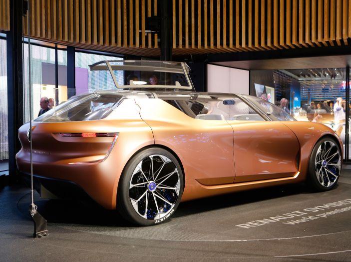 Renault Symbioz, concept per la mobilità del futuro - Foto 8 di 13
