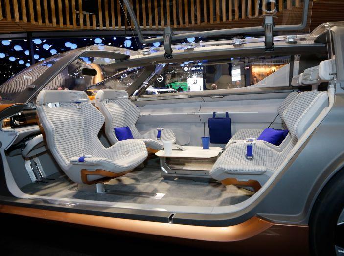 Renault Symbioz, concept per la mobilità del futuro - Foto 10 di 13
