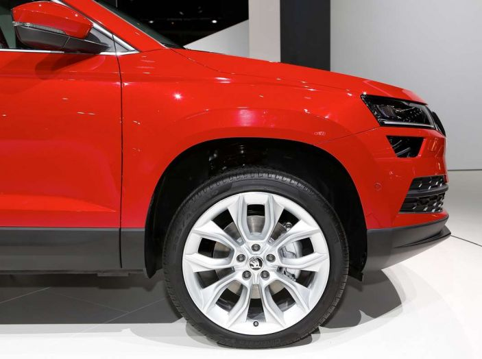 Skoda Karoq: il SUV compatto con nuovi motori e tanto spazio - Foto 4 di 15