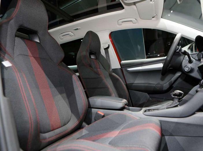 Skoda Karoq: il SUV compatto con nuovi motori e tanto spazio - Foto 9 di 15