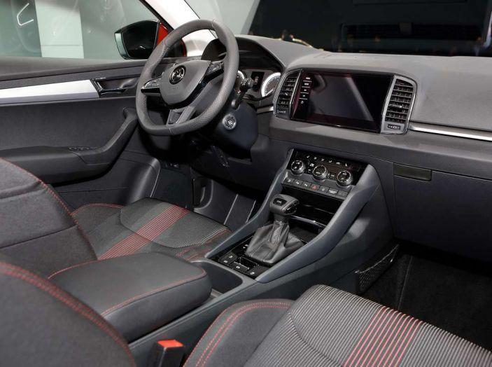 Skoda Karoq: il SUV compatto con nuovi motori e tanto spazio - Foto 11 di 15
