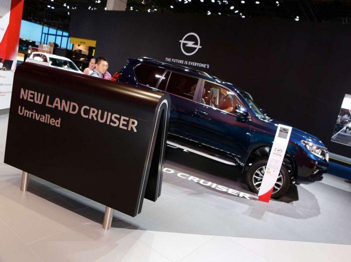 Toyota Land Cruiser 2018: il SUV body-on-frame per tutti i terreni - Foto 6 di 15
