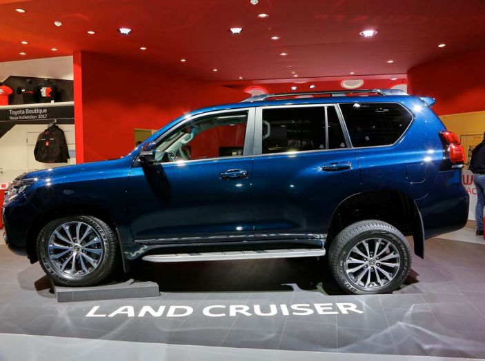 Toyota Land Cruiser 2018: il SUV body-on-frame per tutti i terreni - Foto 4 di 15