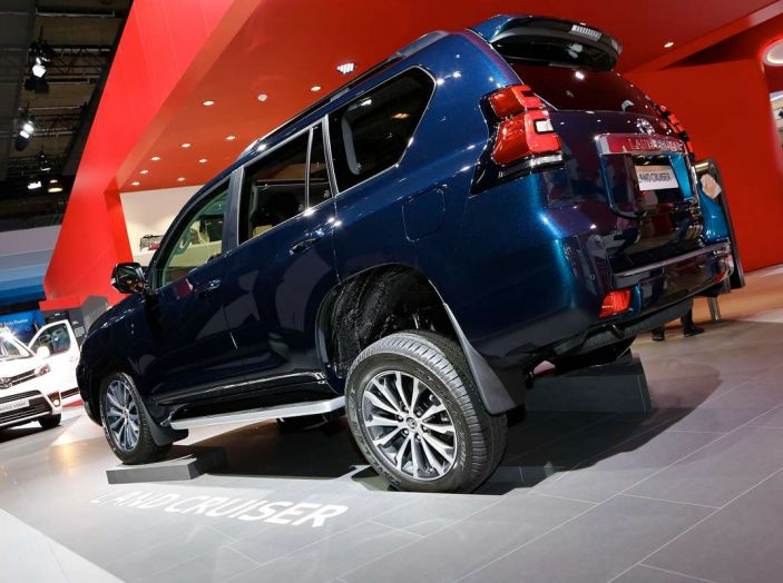 Toyota Land Cruiser 2018: il SUV body-on-frame per tutti i terreni - Foto 7 di 15