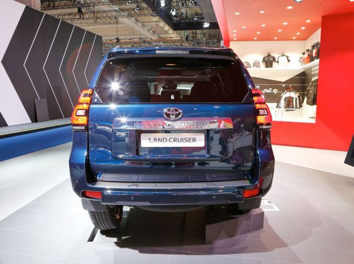 Toyota Land Cruiser 2018: il SUV body-on-frame per tutti i terreni - Foto 8 di 15