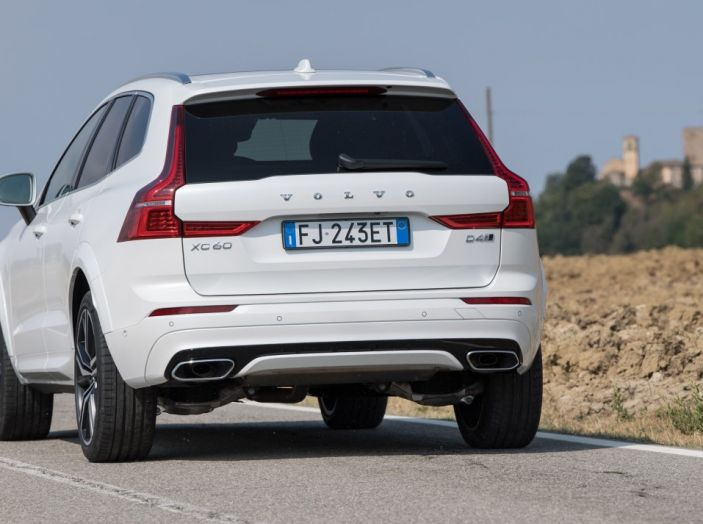Volvo XC60 2017: Prova su strada, opinioni e prezzi del SUV svedese - Foto 22 di 35
