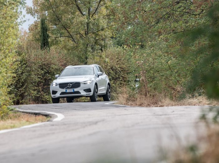 Volvo XC60 2017: Prova su strada, opinioni e prezzi del SUV svedese - Foto 3 di 35