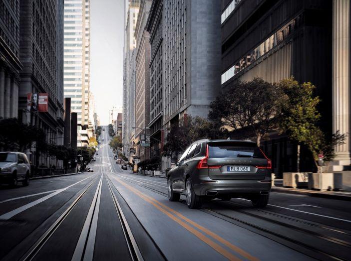 Volvo XC60 2017: Prova su strada, opinioni e prezzi del SUV svedese - Foto 5 di 35