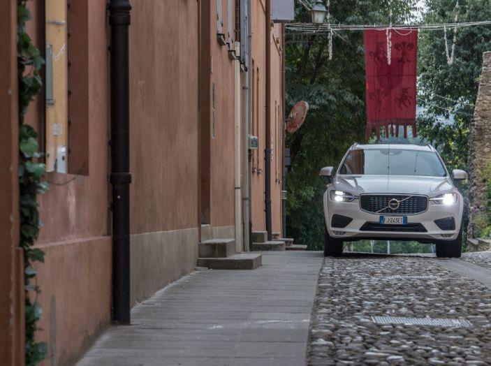 Volvo XC60 2017: Prova su strada, opinioni e prezzi del SUV svedese - Foto 12 di 35