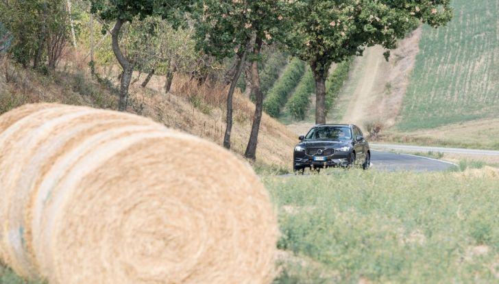 Volvo XC60 2017: Prova su strada, opinioni e prezzi del SUV svedese - Foto 16 di 35