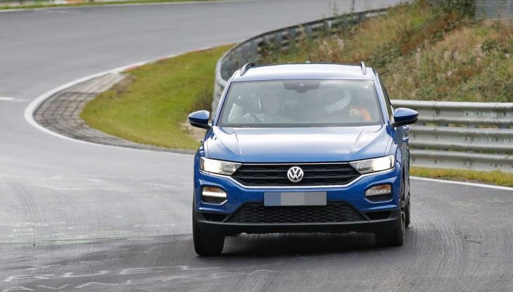 Volkswagen T-Roc R, la versione sportiva del SUV compatto - Foto 9 di 11