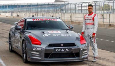 La Nissan GT-R si guida con la Playstation 4