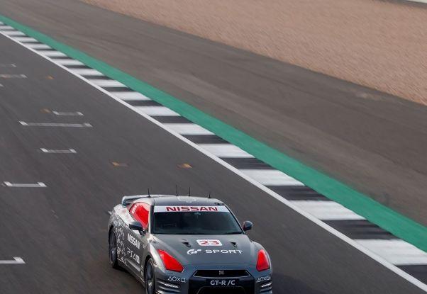 La Nissan GT-R si guida con la Playstation 4 - Foto 7 di 19