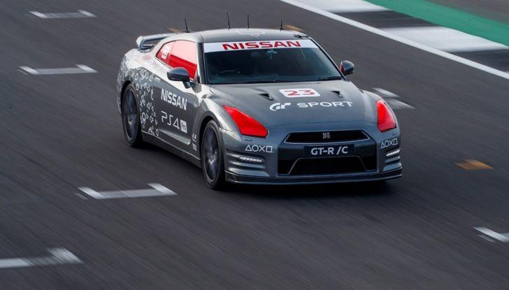La Nissan GT-R si guida con la Playstation 4 - Foto 11 di 19