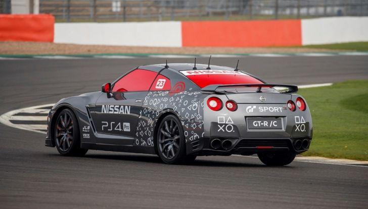 La Nissan GT-R si guida con la Playstation 4 - Foto 13 di 19