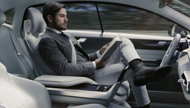 Auto a guida assistita e autonoma, cosa sono Autopilot e i livelli 1, 2, 3, 4 e 5 - Foto 1 di 10